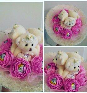 Букетик с мишками и розами