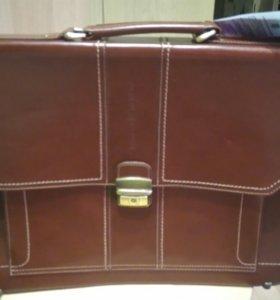 Кожаный портфель.