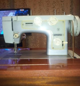 Швейная машина - тумба