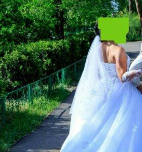 Свадебное платье, фата и перчатки