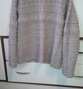 Тёплый связанный свитер