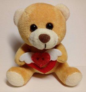 Мягкий маленький медвежонок