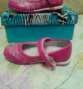 Туфли для девочки. 25 размер. Новые.