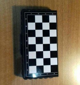 Карманные шахматы на магнитах