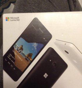Телефон Microsoft Lumia 550.