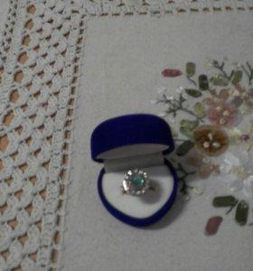 Бриллиантовое кольцо с изумрудом