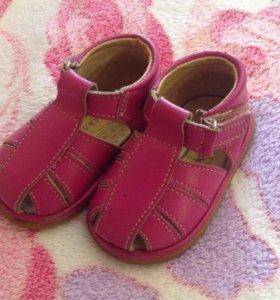 обувь и шапочка для девочки