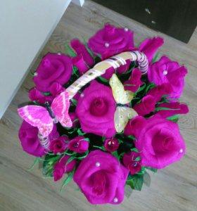 Сладкая корзина с розами