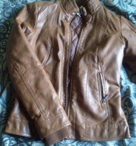 Кожаная почти новая куртка