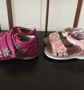 Сандалите и ботиночки на девочку