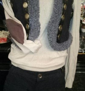Комплект жилетка свитер шорты