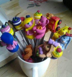 Декорированные фигурками чайные ложечки