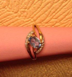 Золотое кольцо с бриллиантами новое