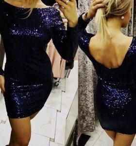 Чёрное платье с пайетками