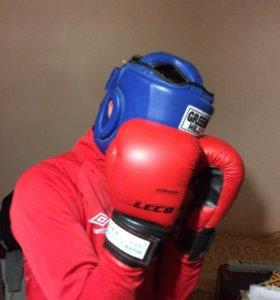 Шлем и перчатки