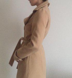Бежевое пальто на весну-осень