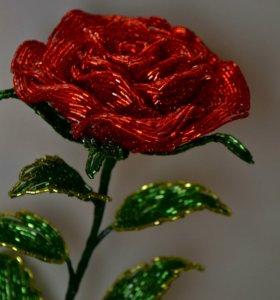 Роза из бисера красная