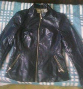 куртка новая.  Одела пару раз.