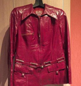 Кожаная лаковая женская куртка 46-48р