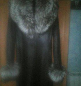 коженый плащ чернобурка