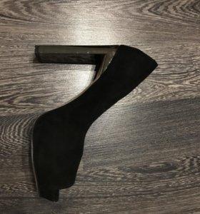 Замшевые туфли Sasha Fabiani