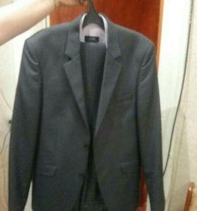 Продам костюм. Б/у один день.