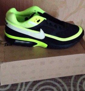 Продам новые фирменные Nike