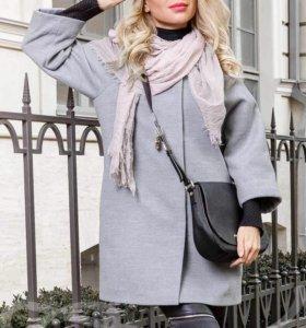 Стильное пальто-реглан