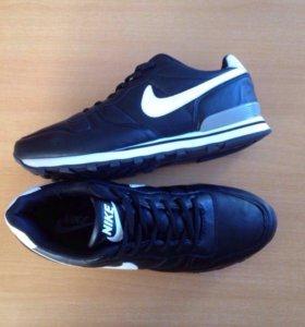 Nike черные новые кроссовки .