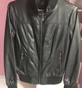 Кожаная чёрная куртка