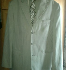 Мужской костюм (тройка) с галстуком.