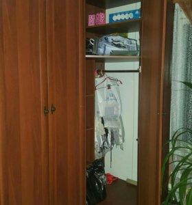 Угловой вместительный шкаф