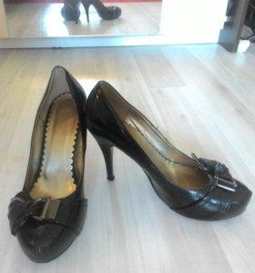 Обувь,39 размер,любая по 500 рублей.