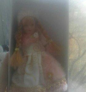 Продаю куклу форфоровую