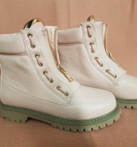 Розовые ботинки Balmain