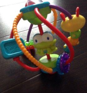 Яркая красивая игрушка