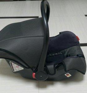 Автомобильное детское кресло.