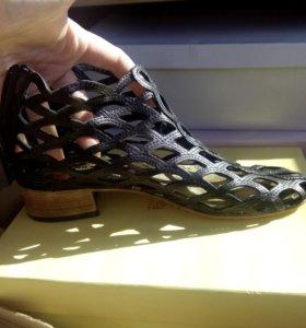 Ботинки туфли сандали