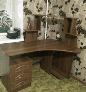 Продам стол компьютерный в хорошем состоянии