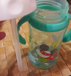 Бутылка с силиконовой трубочкой.