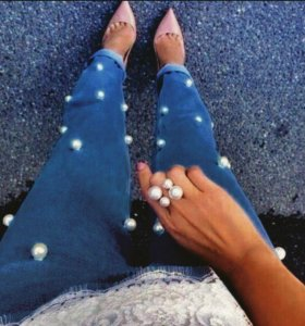 Новые джинсы с бусами