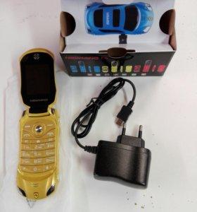 Мобильный телефон в виде машинки.