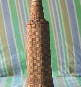 Бутылка, оплетённая берестой.