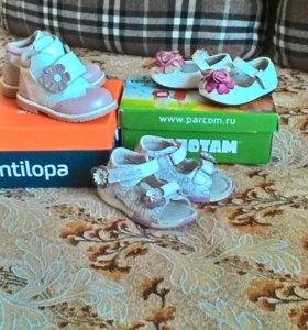 Красивая обувь для девочки.