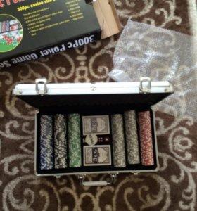 Покерный набор 300 фишек с номиналом.