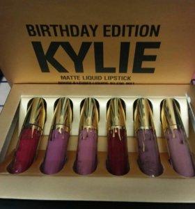 Матовая помада Kylie Gold