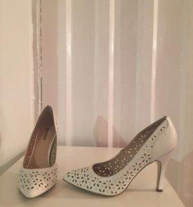 Новые белые туфли лодочки две пары