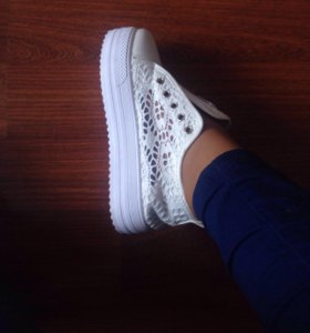 КУПИТЕ СРОЧНО!Красивые ботиночки+шнурки бесплатно