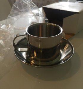 Металлические чашка и блюдце