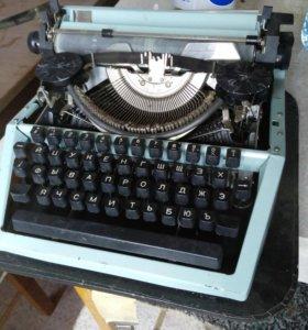 Машинка старинная печатная в хорошем состоянии